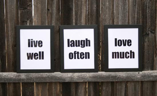 001-live-laugh-love-Dream-a-Little-Bigger2