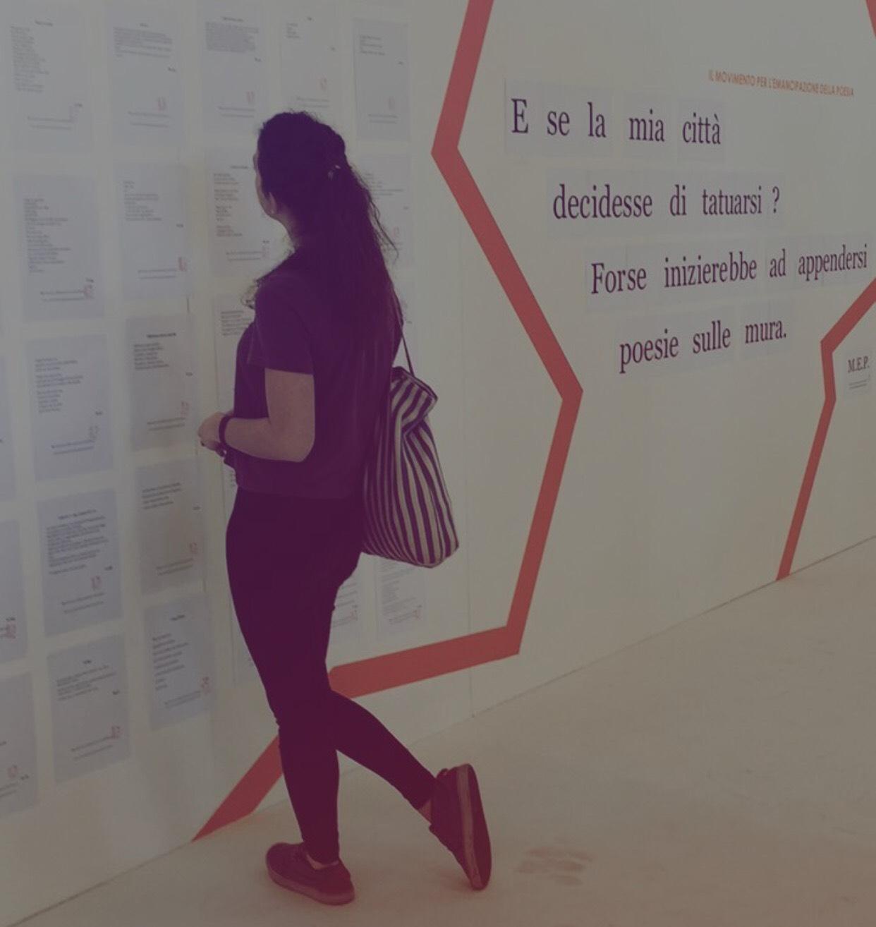 """Muri """"tatuati"""" di poesie al Salone del Libro"""